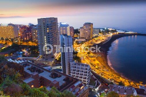 Las playas y los hoteles de puerto cruz tenerife al atardecer foto de stock thinkstock - Hoteles baratos puerto de la cruz ...