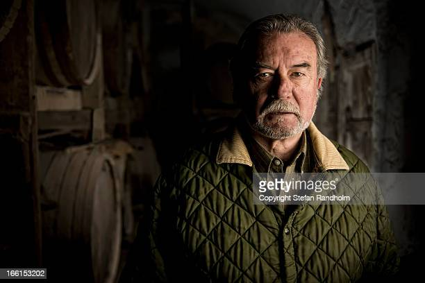 Bearded mand in wine cellar