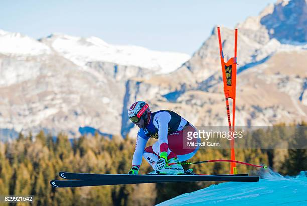 Beat Feuz of Switzerland races down the Saslong course during the Audi FIS Alpine Ski World Cup Men's Downhill training on December 15 2016 at Val...