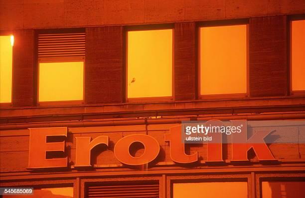 BeateUhseLaden und 'ErotikMuseum' an der Kantstrasse in Berlin Schriftzug 'Erotik' Detailansicht 2001