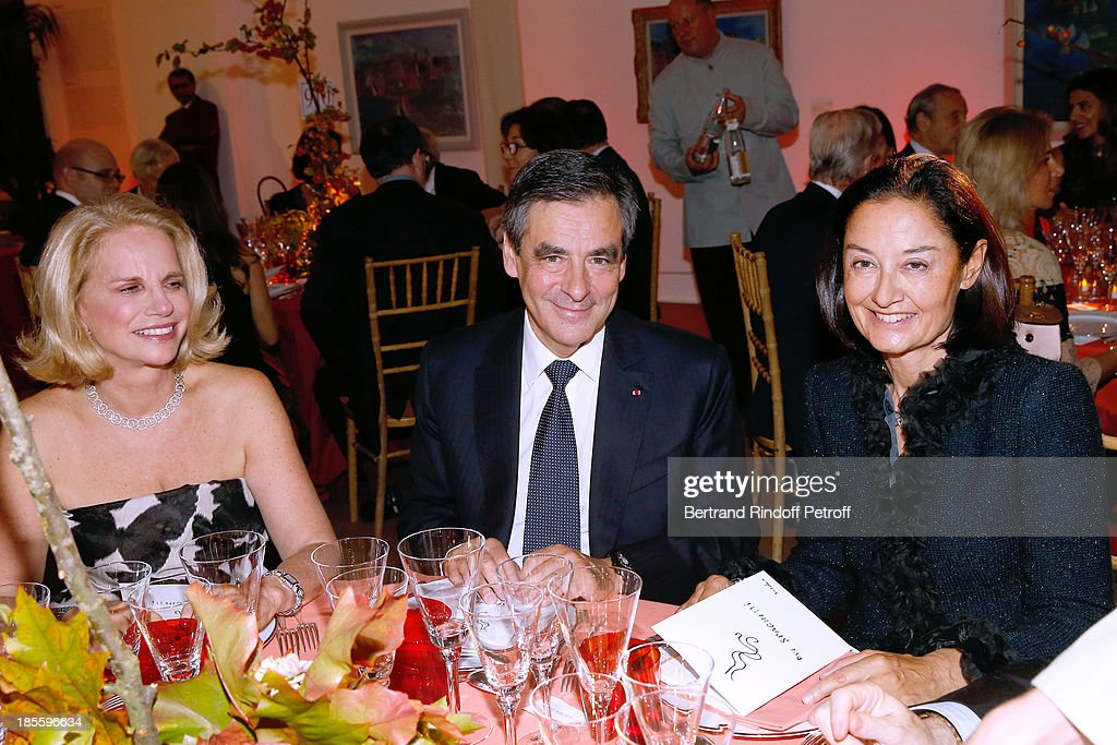 Beatrice Dautresme, Francois Fillon and Lady Cristina Owen Jones attend the the dinner of the friends of the 'Musee d'Art Moderne de la ville de Paris' on October 22, 2013 in Paris, France.