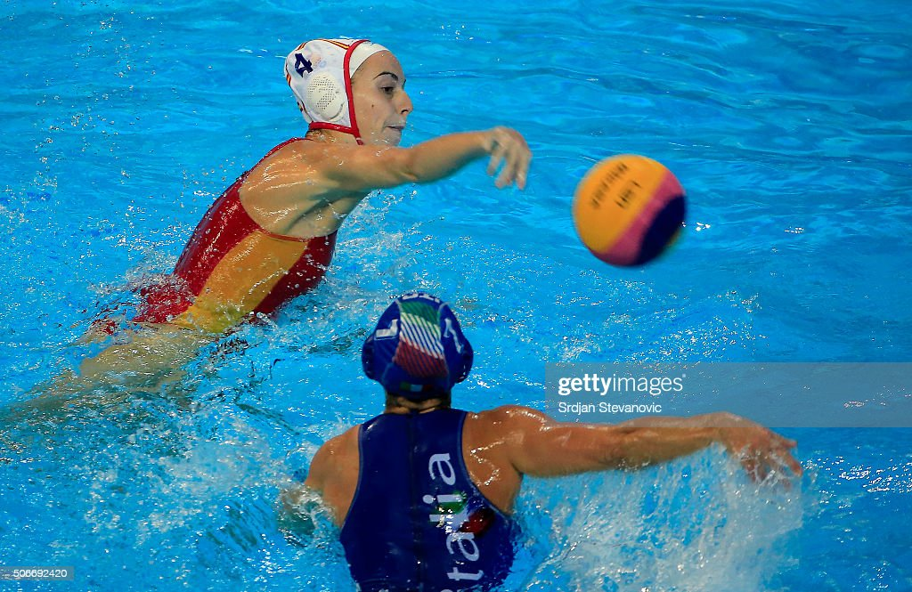 Beatriz Ortiz (L) of Spain in action against Tania Di Mario (R) of Italy during the Women's Bronze Medal match between Spain and Italy at the Waterpolo European Championships in Belgrade Kombank Arena on January 21, 2016 in Belgrade, Serbia.