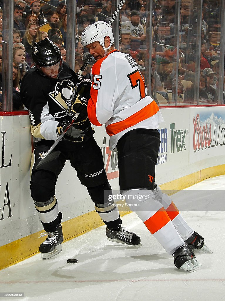 Beau Bennett #19 of the Pittsburgh Penguins battles for the puck against Hal Gill #75 of the Philadelphia Flyers on April 12, 2014 at Consol Energy Center in Pittsburgh, Pennsylvania.
