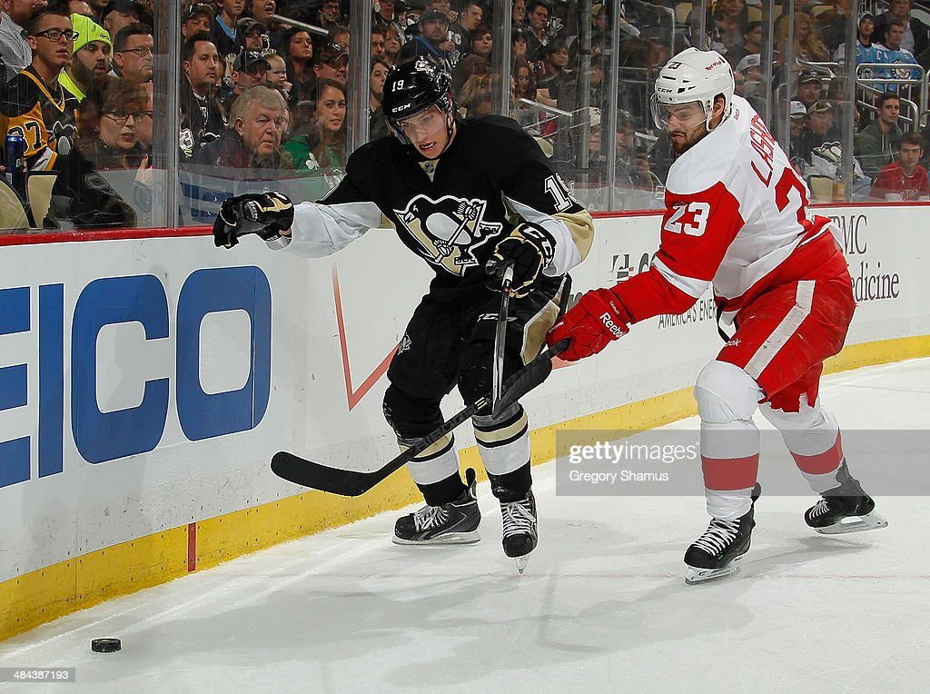 <a gi-track='captionPersonalityLinkClicked' href=/galleries/search?phrase=Beau+Bennett&family=editorial&specificpeople=7029341 ng-click='$event.stopPropagation()'>Beau Bennett</a> #19 of the Pittsburgh Penguins battles of the puck against <a gi-track='captionPersonalityLinkClicked' href=/galleries/search?phrase=Brian+Lashoff&family=editorial&specificpeople=5529056 ng-click='$event.stopPropagation()'>Brian Lashoff</a> #23 of the Detroit Red Wings on April 9, 2014 at Consol Energy Center in Pittsburgh, Pennsylvania.