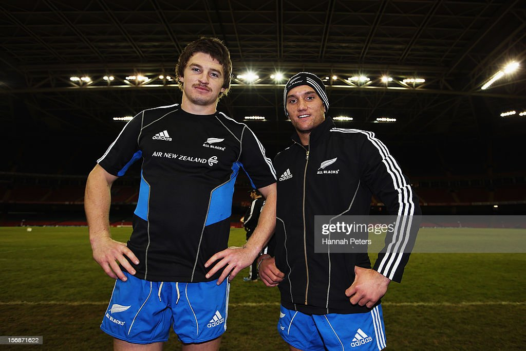 <a gi-track='captionPersonalityLinkClicked' href=/galleries/search?phrase=Beauden+Barrett&family=editorial&specificpeople=7264286 ng-click='$event.stopPropagation()'>Beauden Barrett</a> and <a gi-track='captionPersonalityLinkClicked' href=/galleries/search?phrase=Aaron+Cruden&family=editorial&specificpeople=5501441 ng-click='$event.stopPropagation()'>Aaron Cruden</a> of the All Blacks pose for a photo during a captain's run at Millennium Stadium on November 23, 2012 in Cardiff, Wales.