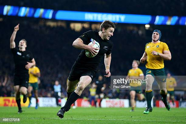 Beauden Barrett of New Zealand runs in to score his team's third try during the 2015 Rugby World Cup Final match between New Zealand and Australia at...