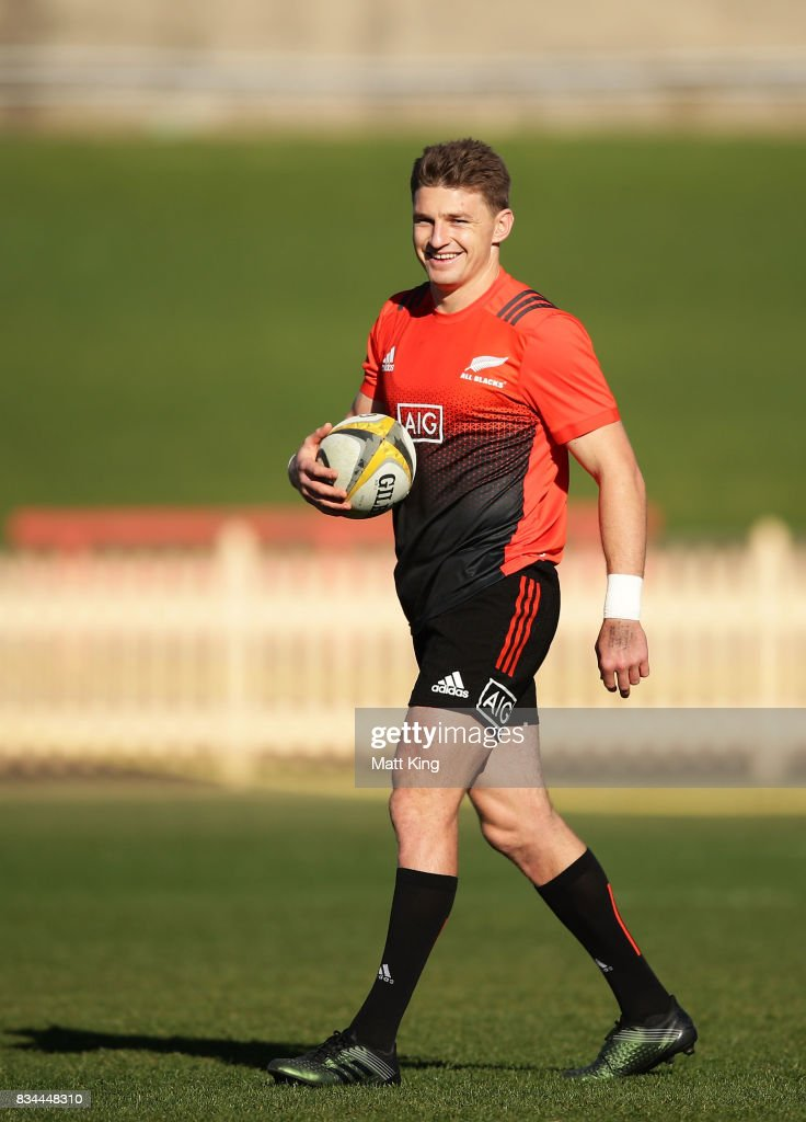 Beauden Barrett of the All Blacks handles the ball during the New Zealand All Blacks captain's run at North Sydney Oval on August 18, 2017 in Sydney, Australia.