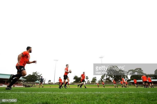 Beauden Barrett of the All Blacks runs with the ball during a New Zealand All Blacks training session at North Sydney Oval on August 15 2017 in...