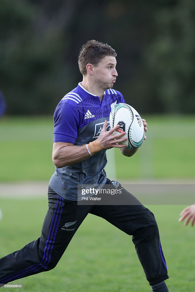 <a gi-track='captionPersonalityLinkClicked' href=/galleries/search?phrase=Beauden+Barrett&family=editorial&specificpeople=7264286 ng-click='$event.stopPropagation()'>Beauden Barrett</a> of the All Blacks takes a pass during a New Zealand All Blacks training session at Trusts Stadium on May 31, 2016 in Auckland, New Zealand.