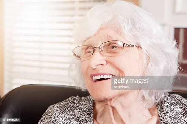 Hermosa mujer Riendo 88 años de edad
