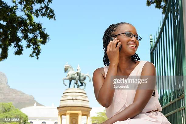Belle femme africaine dans Cape Town park