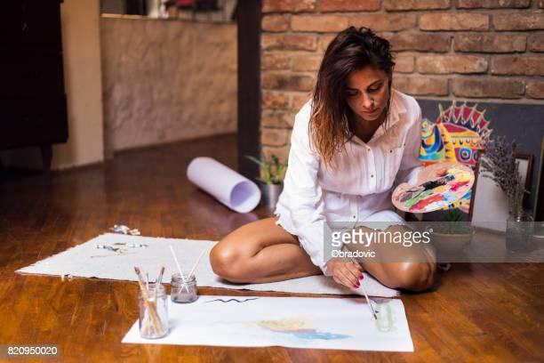 Profitant de son travail de l'artiste