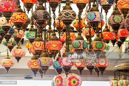 Beau fond coloré avec des lampes de décoration au style arabe : Photo