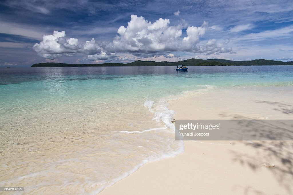 Beautiful Beach and Clear Water for Vacation