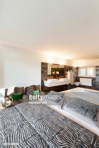 Beautiful bedroom : Bildbanksbilder