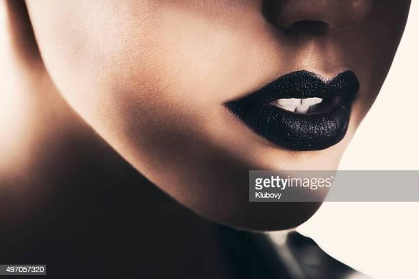 美しい黒の口紅