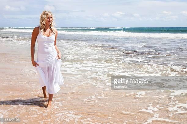 Wunderschöne Blonde auf Hawaiian Beach