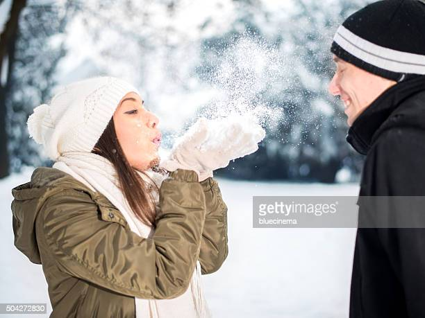 Wunderschöne Blasen Schneeflocken aus Ihren Händen