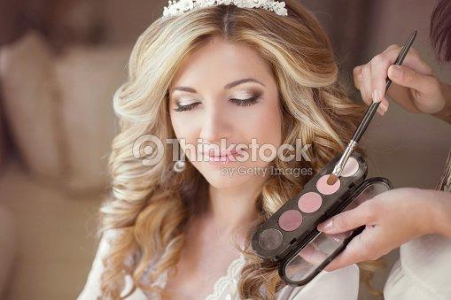 Schone Braut Madchen Mit Hochzeit Makeup Und Frisur Stylist Stock