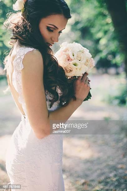 Linda noiva ao ar livre