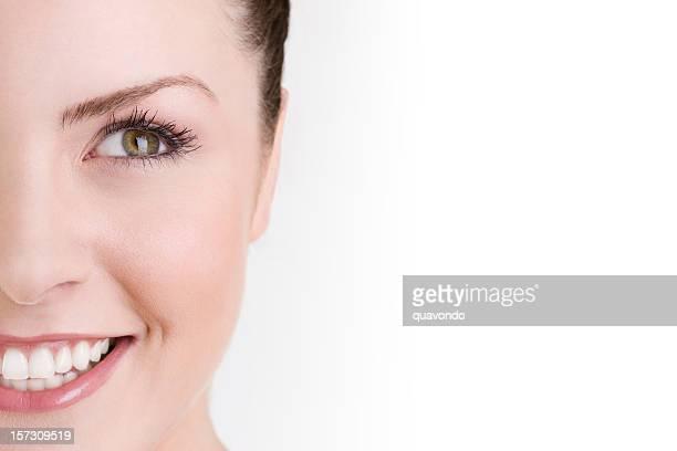 Jungen schönen kaukasischen Frau Nahaufnahme auf weißen Textfreiraum