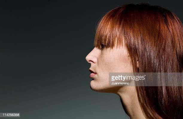 美しい白人若い女性のプロファイル