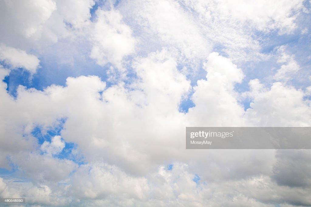 Schöne Wolken und blauer Himmel : Stock-Foto