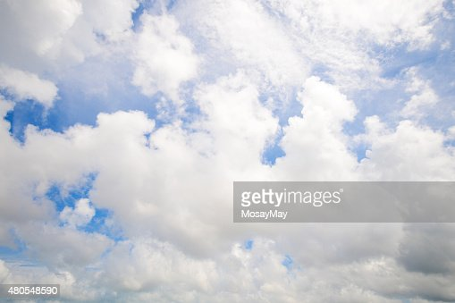 Hermoso cloud y cielo azul : Foto de stock