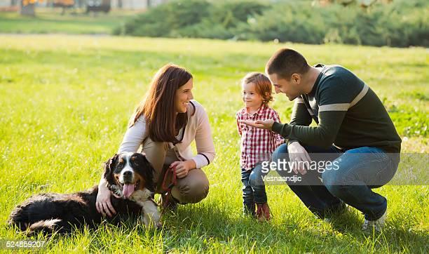Hermosa familia a pasar tiempo juntos