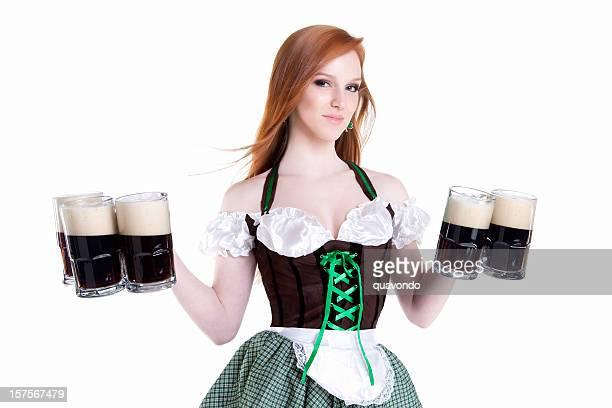 Belle femme de ménage de la Saint-Patrick Bar, des pintes de bière, espace de copie