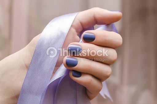 Schone Weibliche Hand Mit Lila Nageldesign Stock Foto Thinkstock