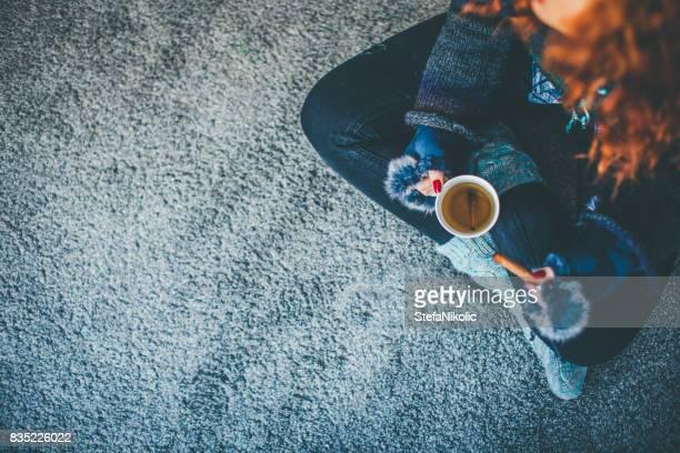 Café de bebida chica hermosa