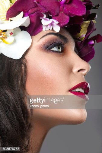 Beautiful girl with bright floral wreath on her head : Stockfoto