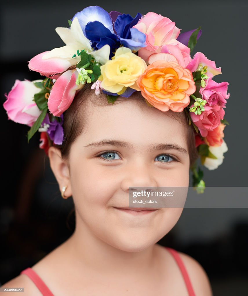 Pictures of girl with flower crown photography kidskunstfo beautiful girl with flower crown stock photo getty images izmirmasajfo