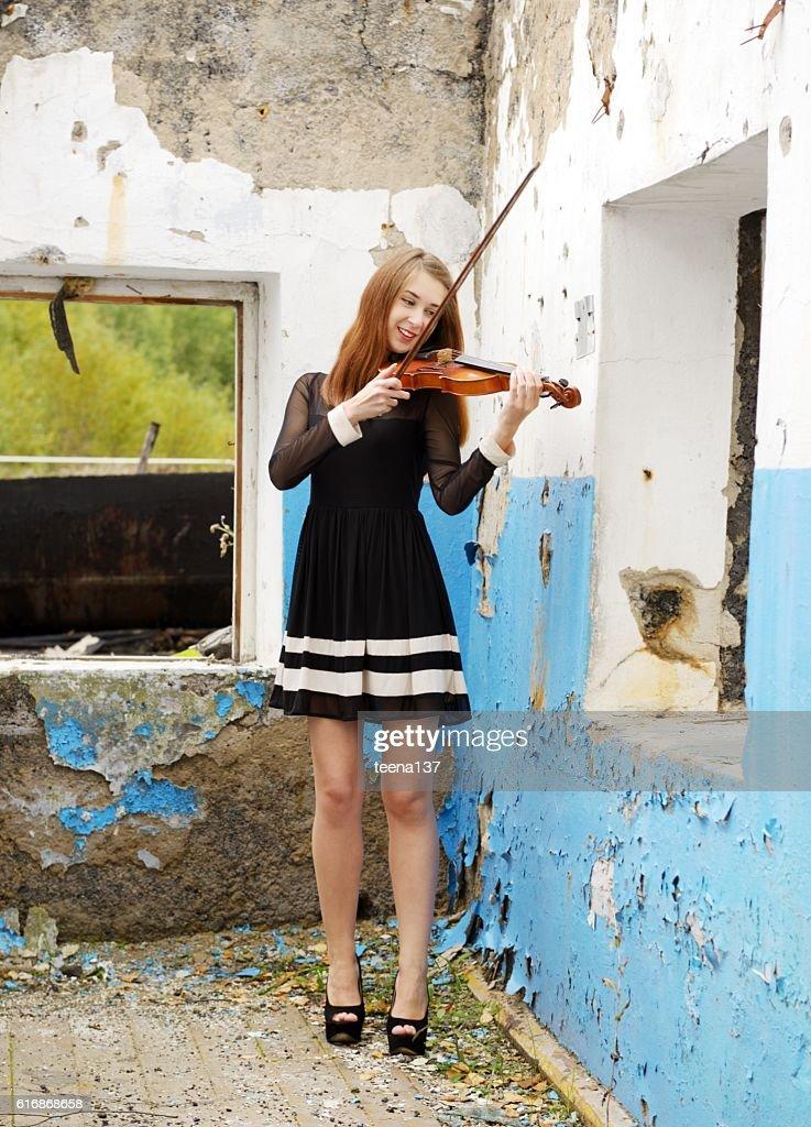 Beautiful girl with violin : Stock Photo