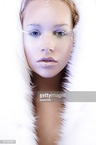 Magnifique Ice Queen en fourrure blanche, espace de copie
