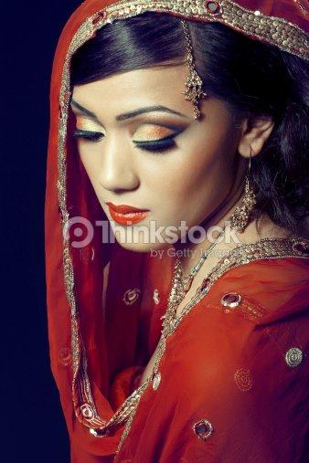 belle fille indienne avec le maquillage de la mari e photo. Black Bedroom Furniture Sets. Home Design Ideas