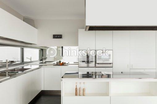 Interni Moderni Ville : Interni moderni di una villa foto stock thinkstock