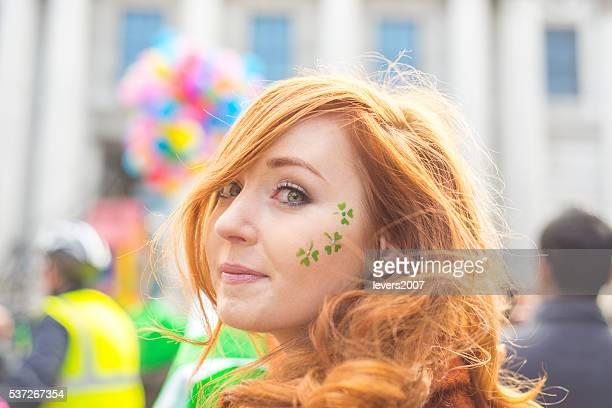 Belle fille irlandais de St. Patricks jour, Dublin, Irlande.