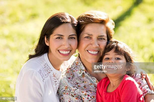 Hermosa familia Latina