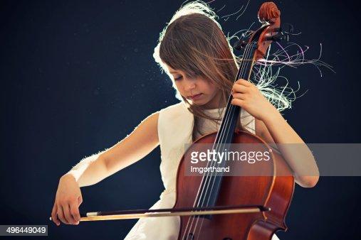 Beautiful little cellist