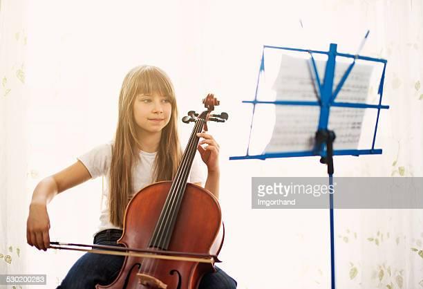 Belle petite Violoncelliste