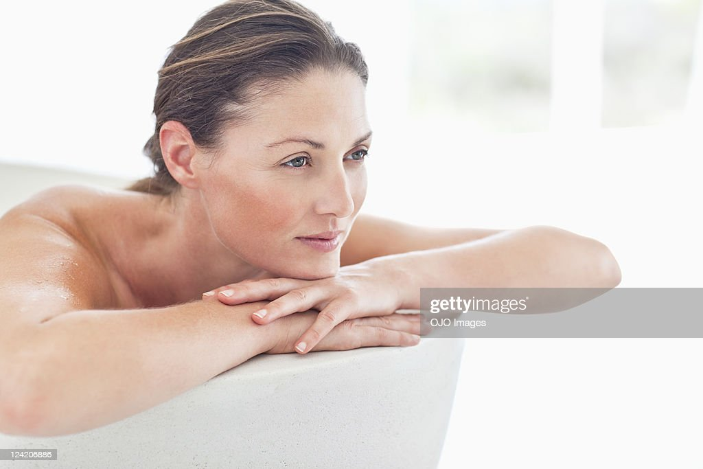 Beautiful mid adult woman relaxing in bathtub : Stock Photo