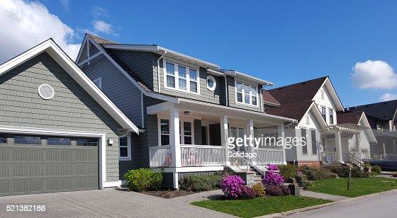 Garage doppio foto e immagini stock getty images for Aggiunte garage per case in stile ranch