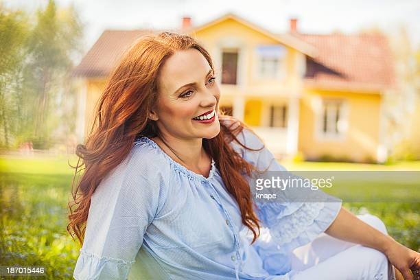 Schönes Rotes Haar im Freien