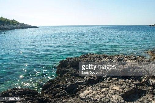 Hermoso rocky beach en Croacia : Foto de stock