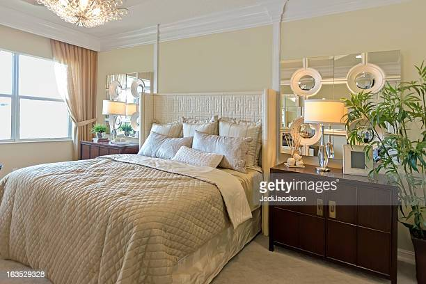 Hermoso dormitorio de la suite romantic