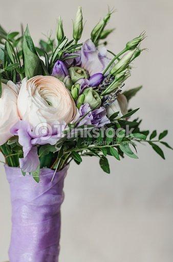 Schone Hochzeit Blumenstrauss Von Rustikalviolett Und Ranunkel