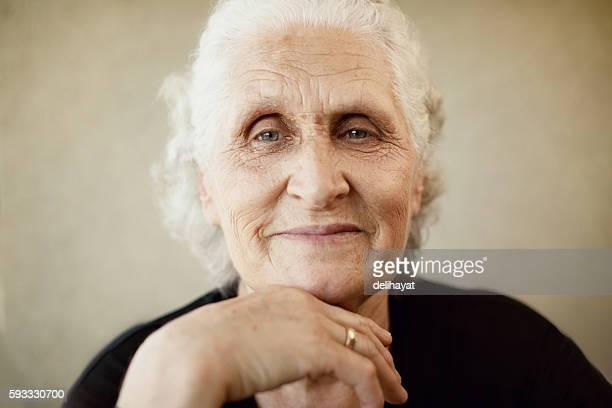 Belle femme âgée