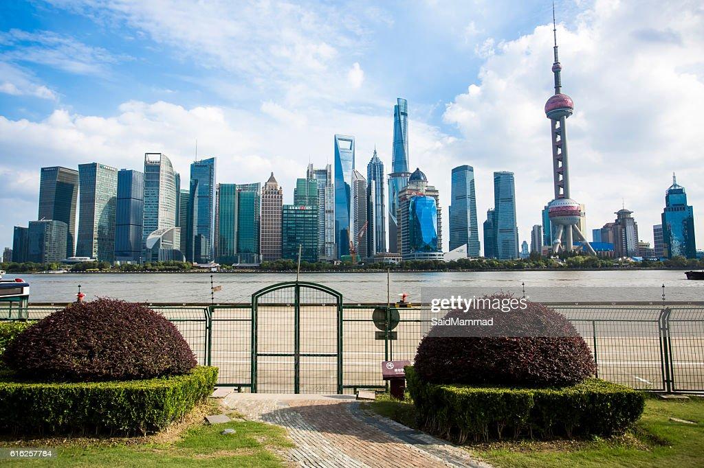 Hermosa de Shanghai Pudong skyline al atardecer : Foto de stock